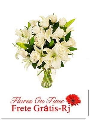 012-Arranjo branco de Rosas e Lirio