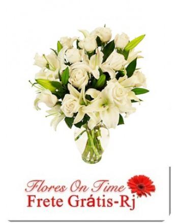 004-Arranjo branco de Rosas e Lirio