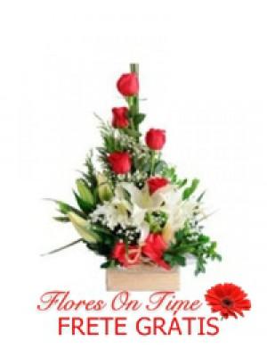 018-Arranjo de rosas e lirios