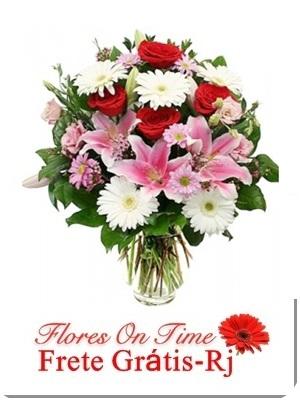 013-arranjo de flores bem alegre