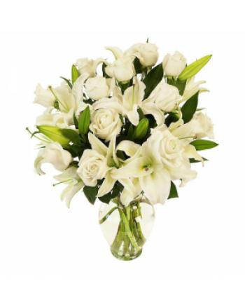 017-Arranjo branco de Rosas e Lirio